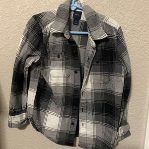 Gap boys button up. Size 6-7